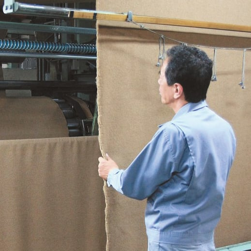 洗える 無染色ブラウンカシミヤ毛布(毛羽部) 敷き毛布 起毛師と呼ばれる熟練の職人が、一反ずつ手で風合いを確かめながらていねいに仕立てます。