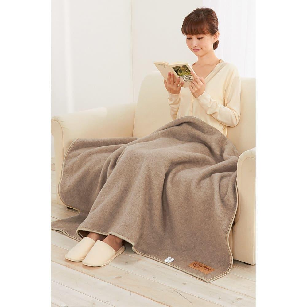洗える 無染色カシミヤ毛布(毛羽部) ホワイトカシミヤ使用ハーフケット ハーフケット使用例 ※画像はブラウンカシミヤハーフケットです。お届けするのはリバーシブルハーフケットになります。