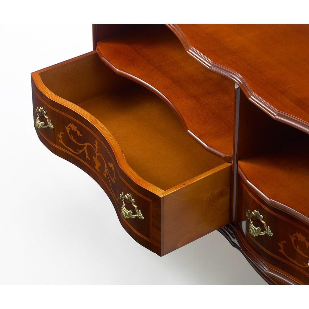 イタリア製 猫脚 象嵌シリーズ テレビ台 幅111cm  美しい取っ手の引出。有効内寸は幅48.5、高さ14、奥行26.5cmです。