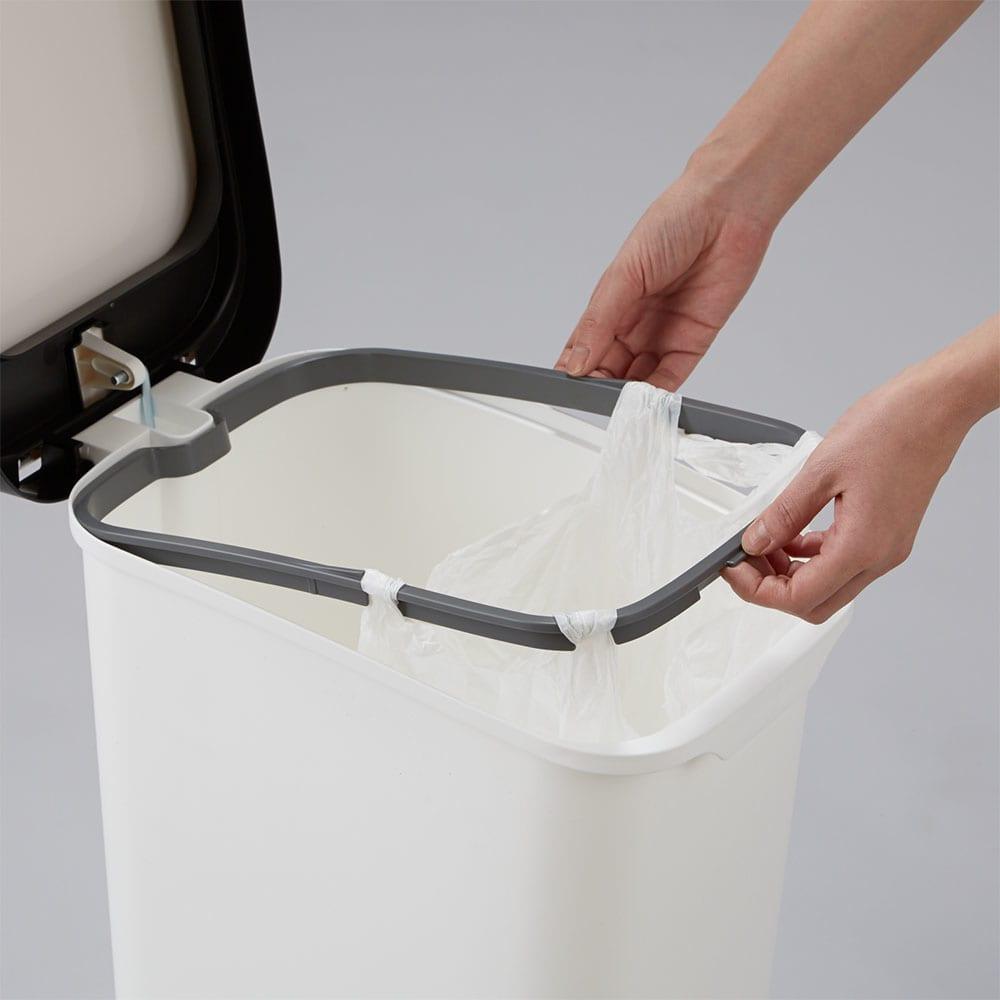 光沢がおしゃれなキャスター付きダストボックス SMOOTH 小さい袋もセットできるので分別も可能です。