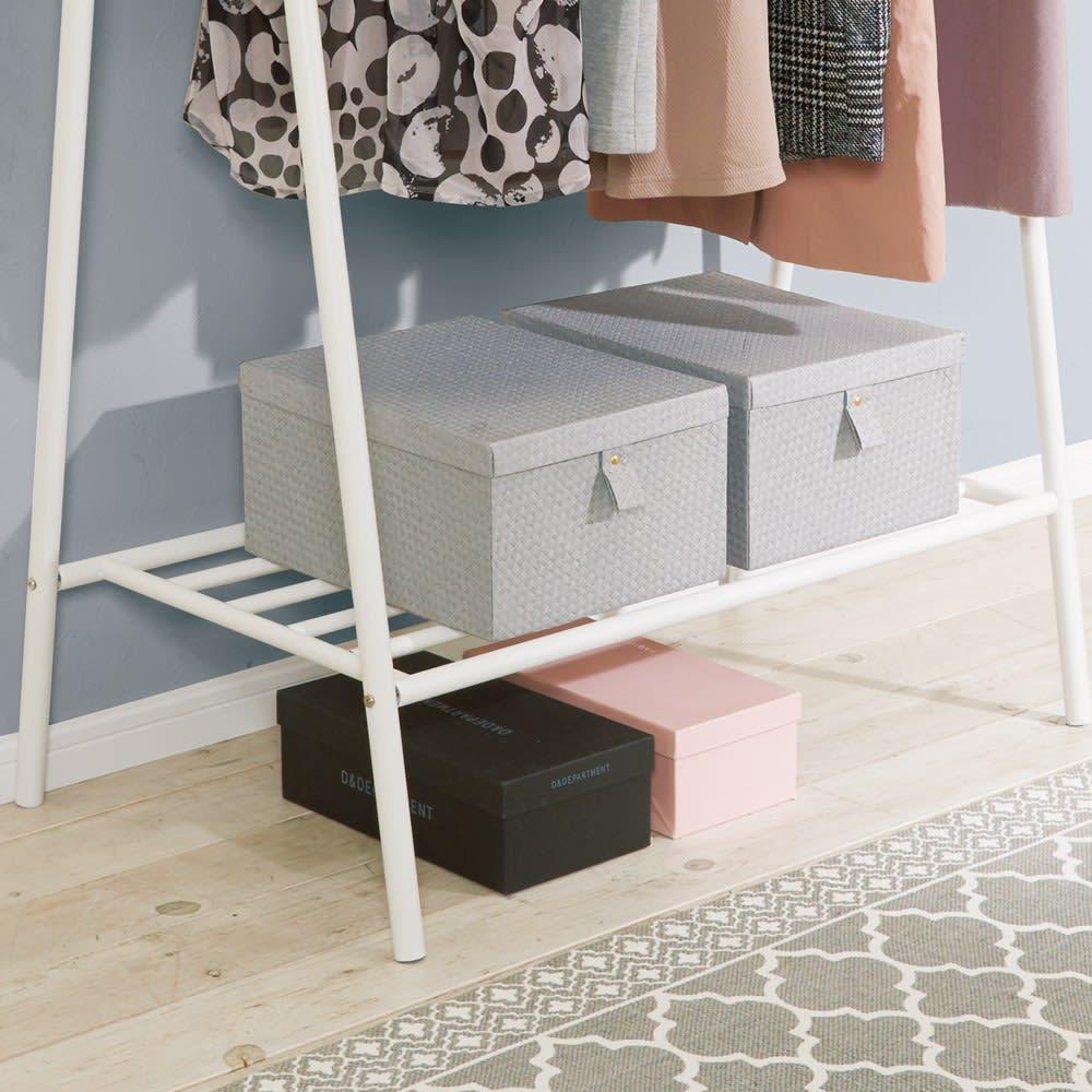 北欧スタイルホワイトA型ハンガー 幅90cm 20.5 棚の下は高さがあるので靴箱や衣類ケースなども置けます。