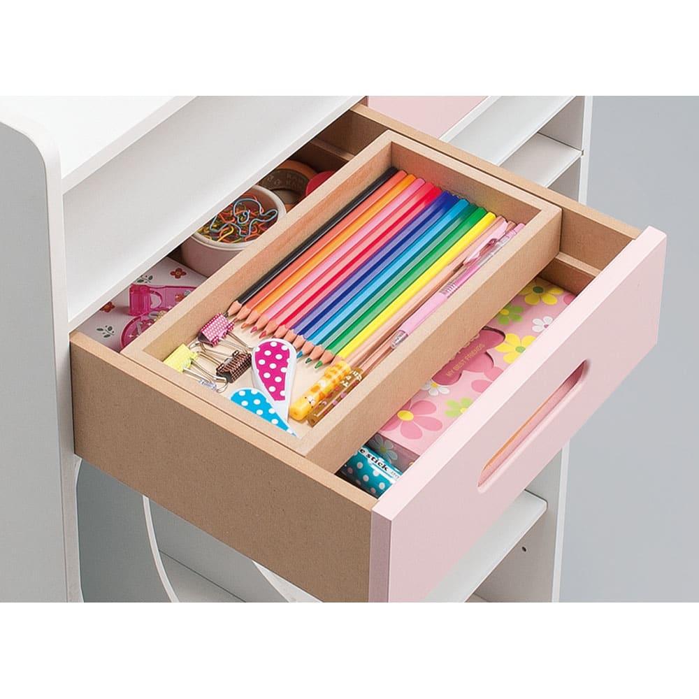 おしゃれキッズのランドセル・カバンラック おしゃれアイテムや文房具も分類収納できます。