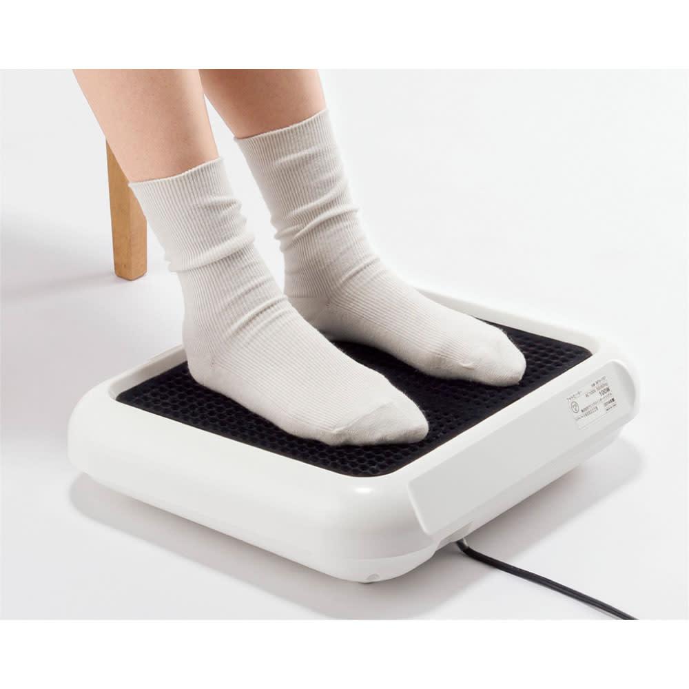 フットヒーター 足を直接乗せて温めます。