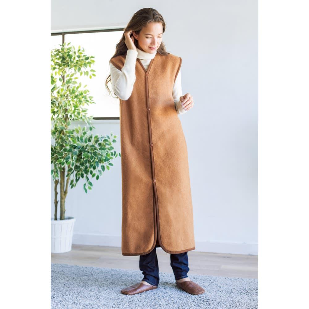 洗える100%ナチュラルキャメル毛布 スリーパー 着用イメージ