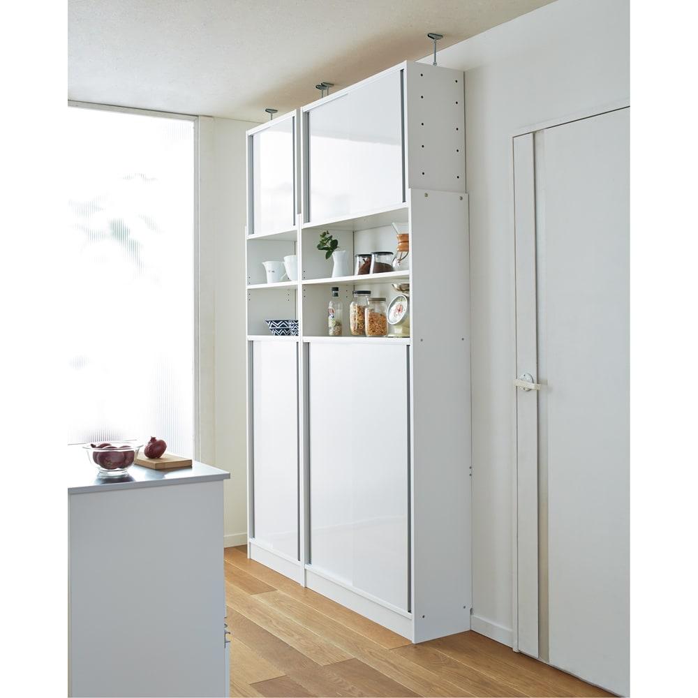 狭いキッチンでも置ける!突っ張り式 薄型 引き戸 キッチン収納 食器棚 奥行30cmタイプ 幅90cm 727405
