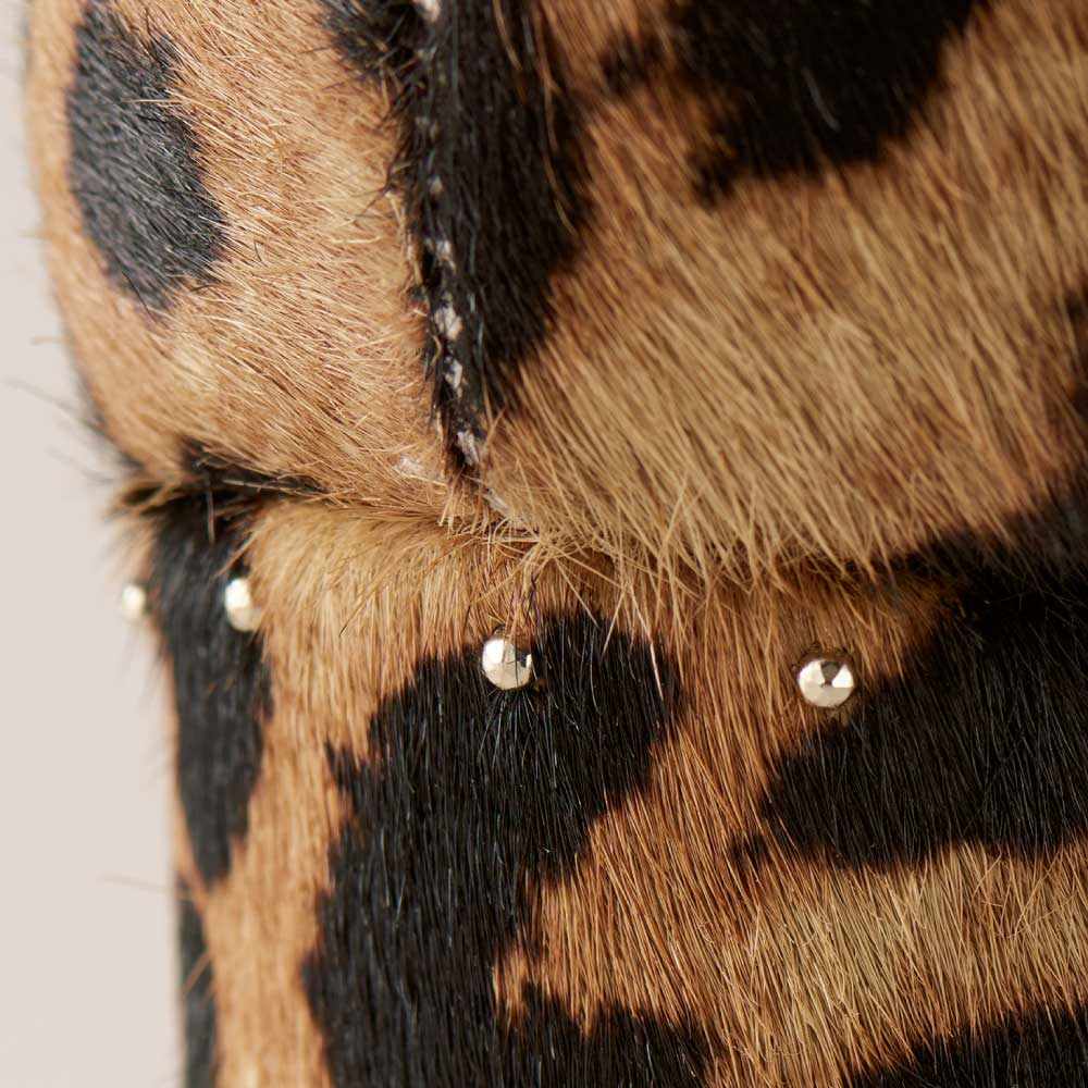 ATELIER BRUGGE/アトリエブルージュ レオパードスタッズパンプス(日本製) ヒールには小ぶりなスタッズつき。