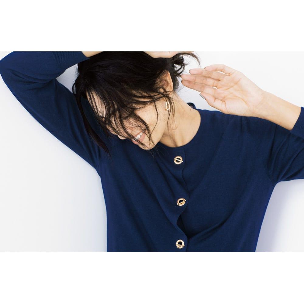 シルクカシミヤ ニットシリーズ カーディガン (イ)ネイビー コーディネート例