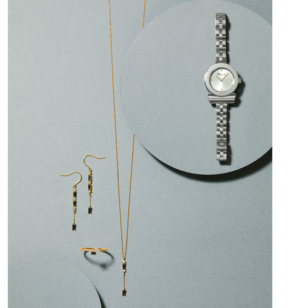 K10 ブラックダイヤ デザインピアス コーディネート例