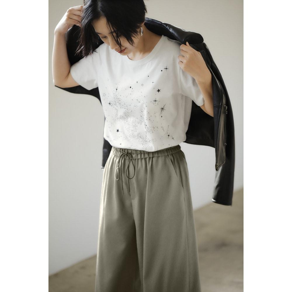 ラインストーン半袖Tシャツ (ア)オフホワイト コーディネート例