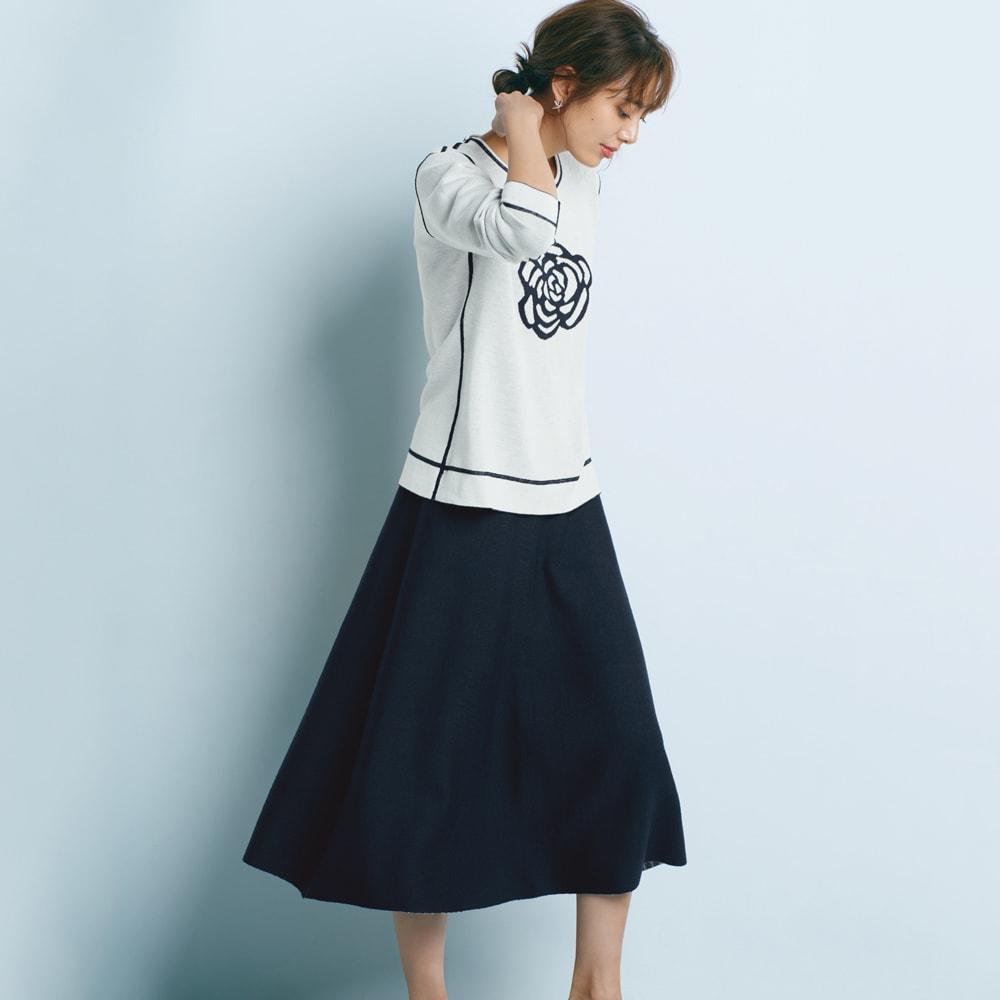 リバーシブル ニットスカート ネイビー面 アクティブな雰囲気が備わるスエットライクなニュアンス コーディネート例