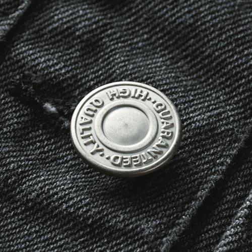 MA-1 デザイン Gジャン フロントにはメタルボタンを使用。