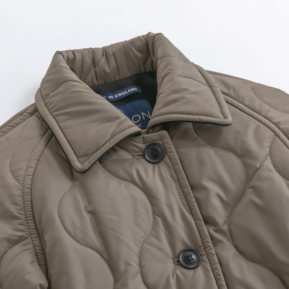 LONDON Tradition/ロンドントラディション キルティングコート(イギリス製) フードを外せばシンプルなステンカラー。