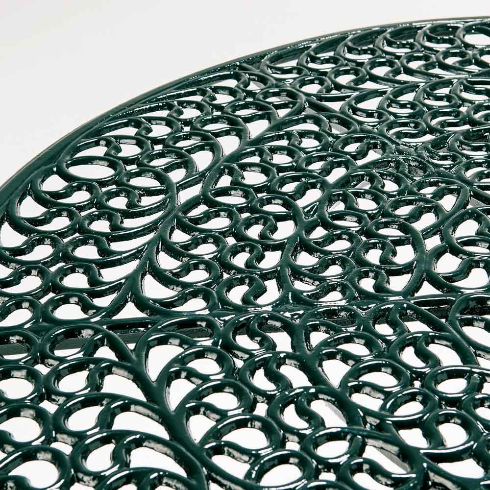 グラシュII ガーデンテーブル&チェア オーバル5点セット 目をみはるほど繊細な装飾模様が、流麗なエレガンスを奏でます。