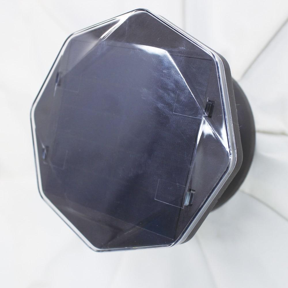 ソーラーライト付きパラソル 傘先端のソーラーパネルで電源不要。