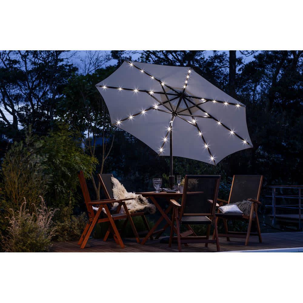 ソーラーライト付きパラソル 夜、お庭で過ごすことが楽しくなります。