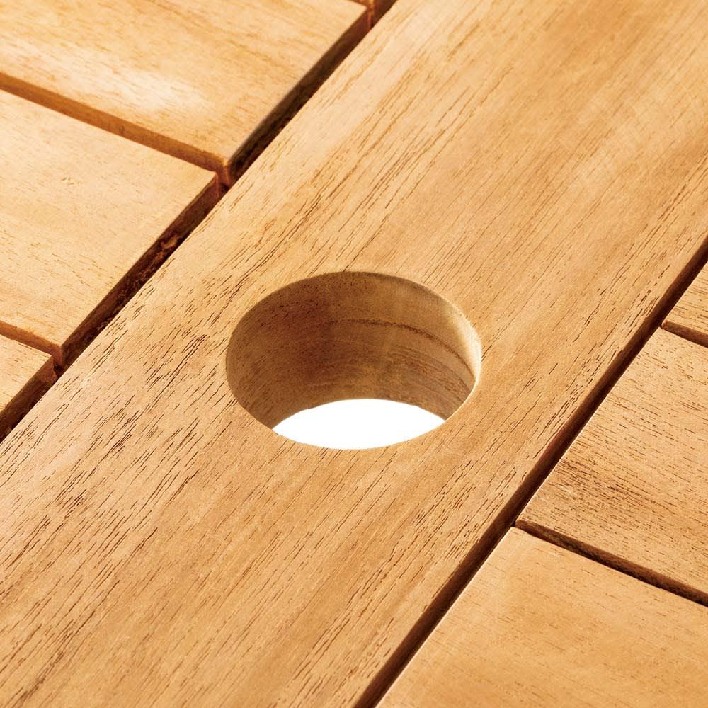 チーク八角テーブル テーブル中央にはパラソルホール付き。