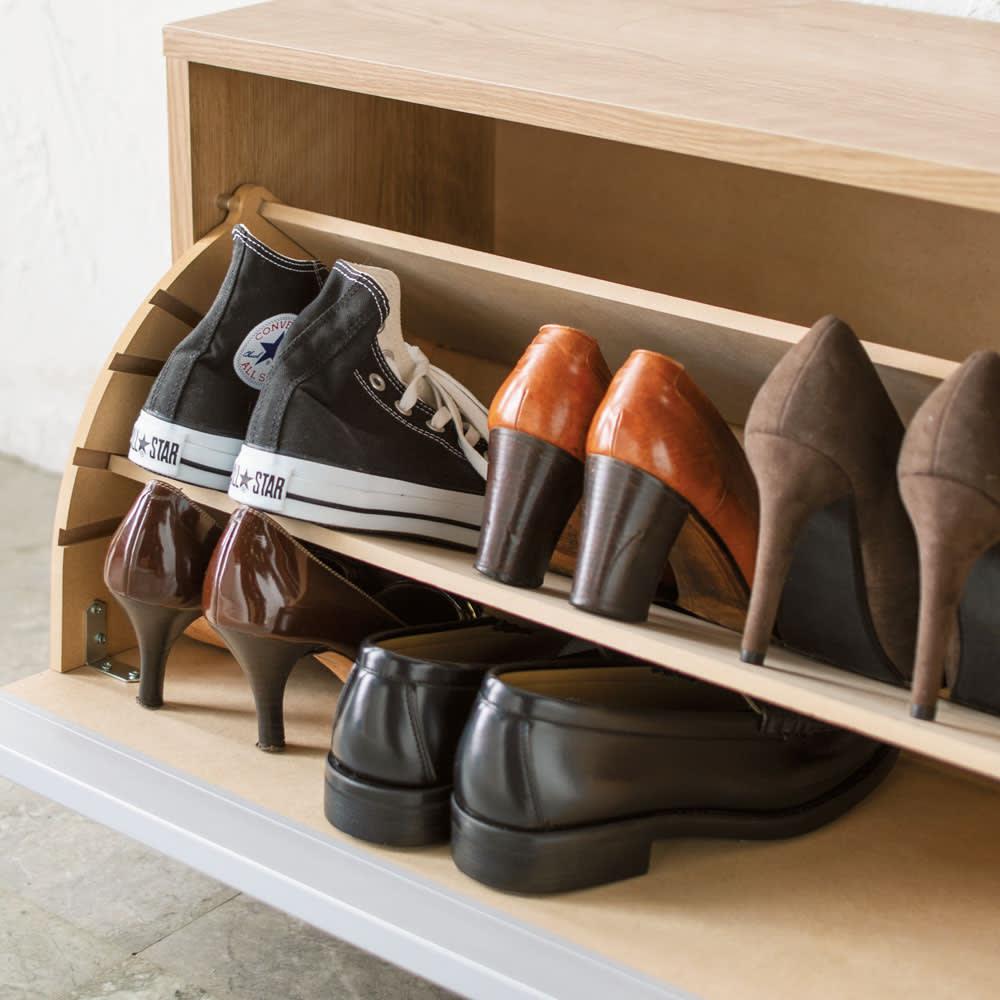 座れるシューズ収納ベンチ 幅75cm 仕切り板1枚使用時 仕切り板は可動式で、靴の高さに合わせて4段階に位置調整でき、枚数も変えられます。
