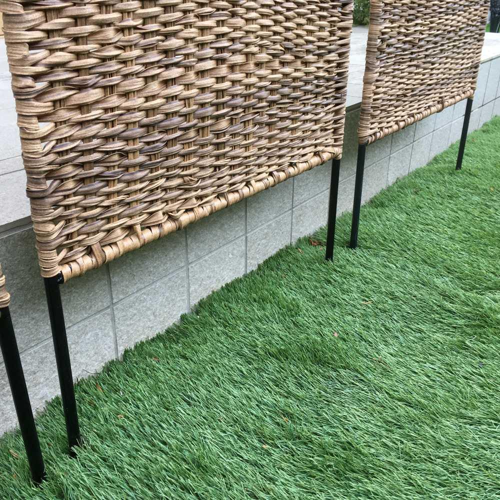 英国風天然素材調フェンス お得な2枚組 地中に差し込んで設置します。