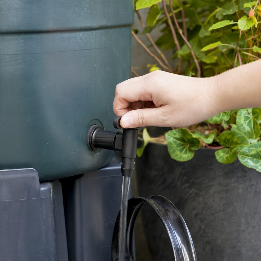 英国Strata社製雨水貯水タンク 容量100L 貯めた雨水は蛇口をひねるだけで簡単に利用
