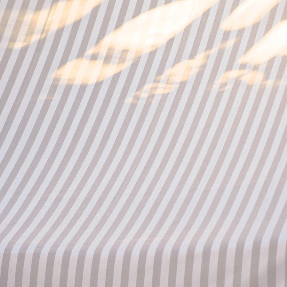 ビーズフリンジ付き国産遮熱ストライプサンシェード200×300cm (イ)グレー 生地は透けない厚みです。