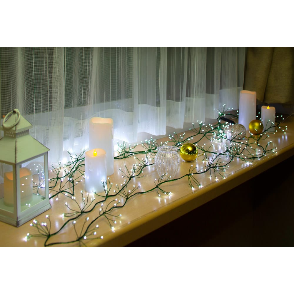 植栽になじむ!屋内外で使えるLEDクラスターライト