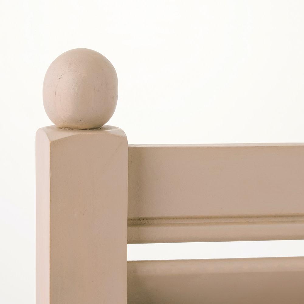 アンティーク風ラティスフェンス2枚組 ロー2枚組 支柱のトップには、丸型のオーナメント付き。