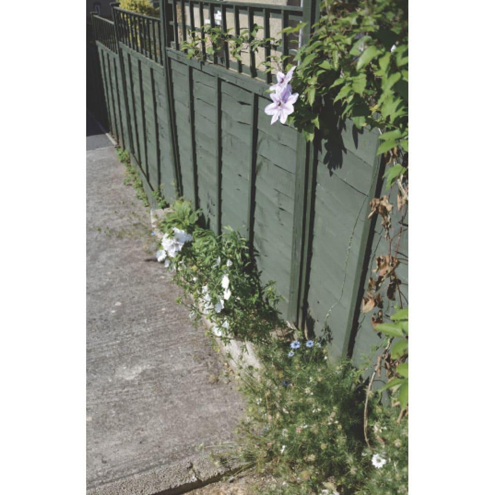 欧風トレリス付きプランターボックス〈セージグリーン〉 高さ220cm 英国では、セージグリーンは建物や家具によく使われています。