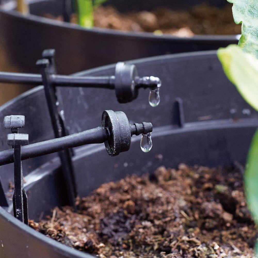 英国企画ソーラー自動灌水機 スタンドセット 水はホースを伝って自動給水されます。