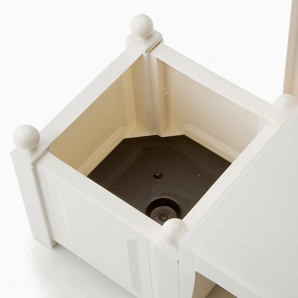ドイツKHW社製 トレリス&プランターベンチ プランター内部に底板があります。