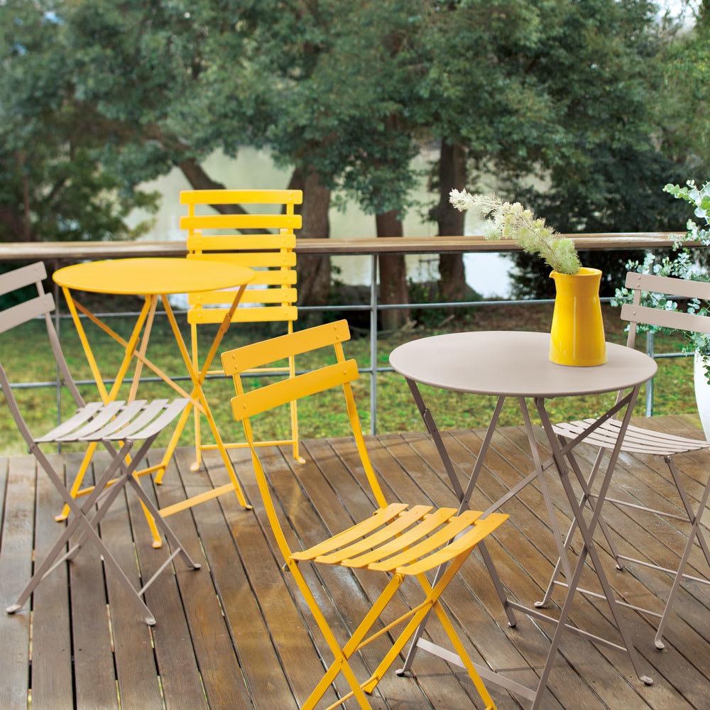 フランス製ビストロテーブル&チェア ビストロチェア2脚組 使用イメージ ナツメグ、ハニー でカラーコーディネート。ナツメグはどんな色にもマッチしやすく、おすすめです。 ※お届けはチェアです。