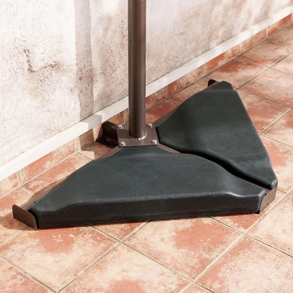 自立式オーニング 土台部は転倒防止用のウエイト付き。