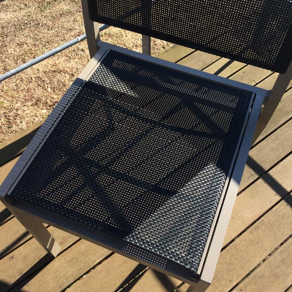 伸長式アルミテーブル&チェア 7点セット メッシュで通気性のよい背もたれと座部。
