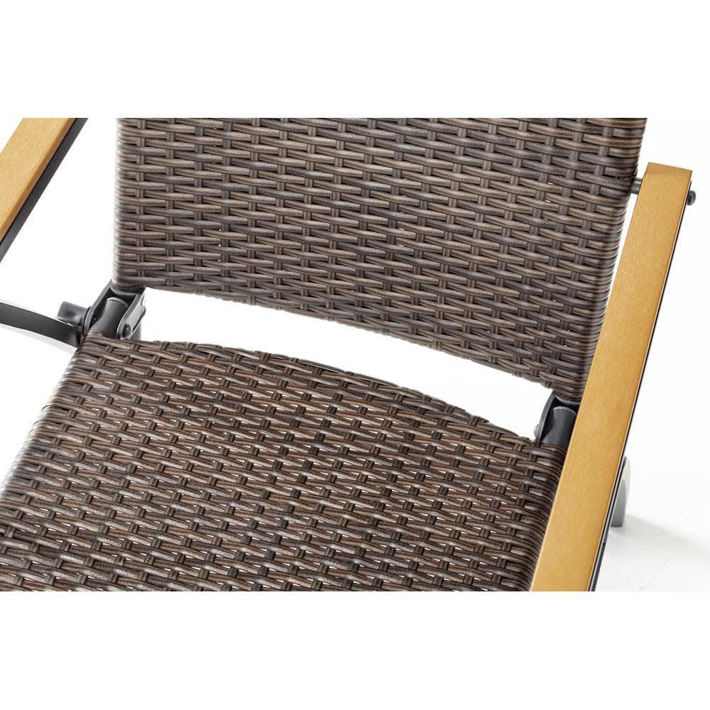 ファーストクラスファニチャー リクライニングチェア2脚組 座面は座りやすいようアーチ型に。