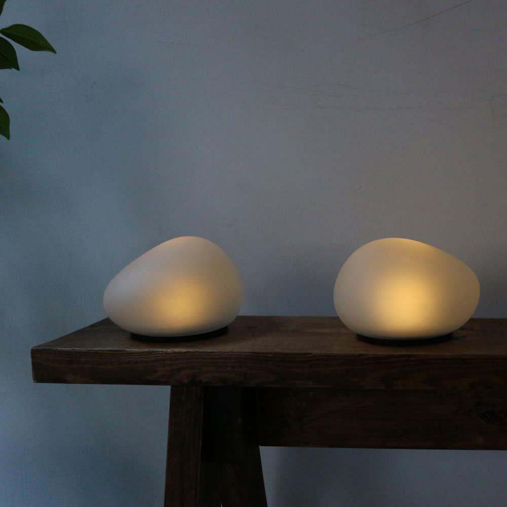 LEDソーラーストーンライト [点灯時]