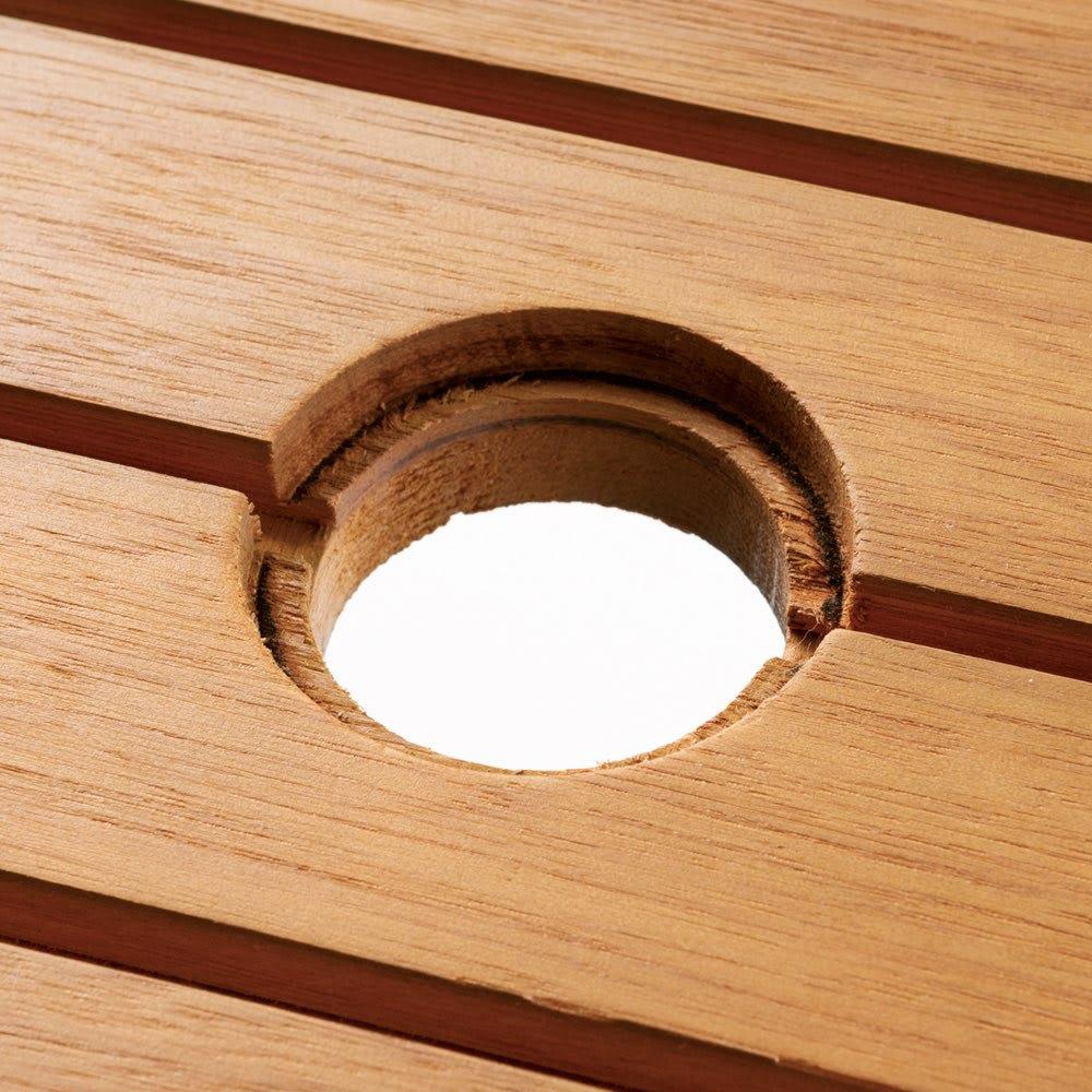 ユーカリテーブル&チェア 長方形4点セット(ダイニングテーブル長方形+ベンチ+チェア×2) 径4cmまでのパラソルが立てられます。