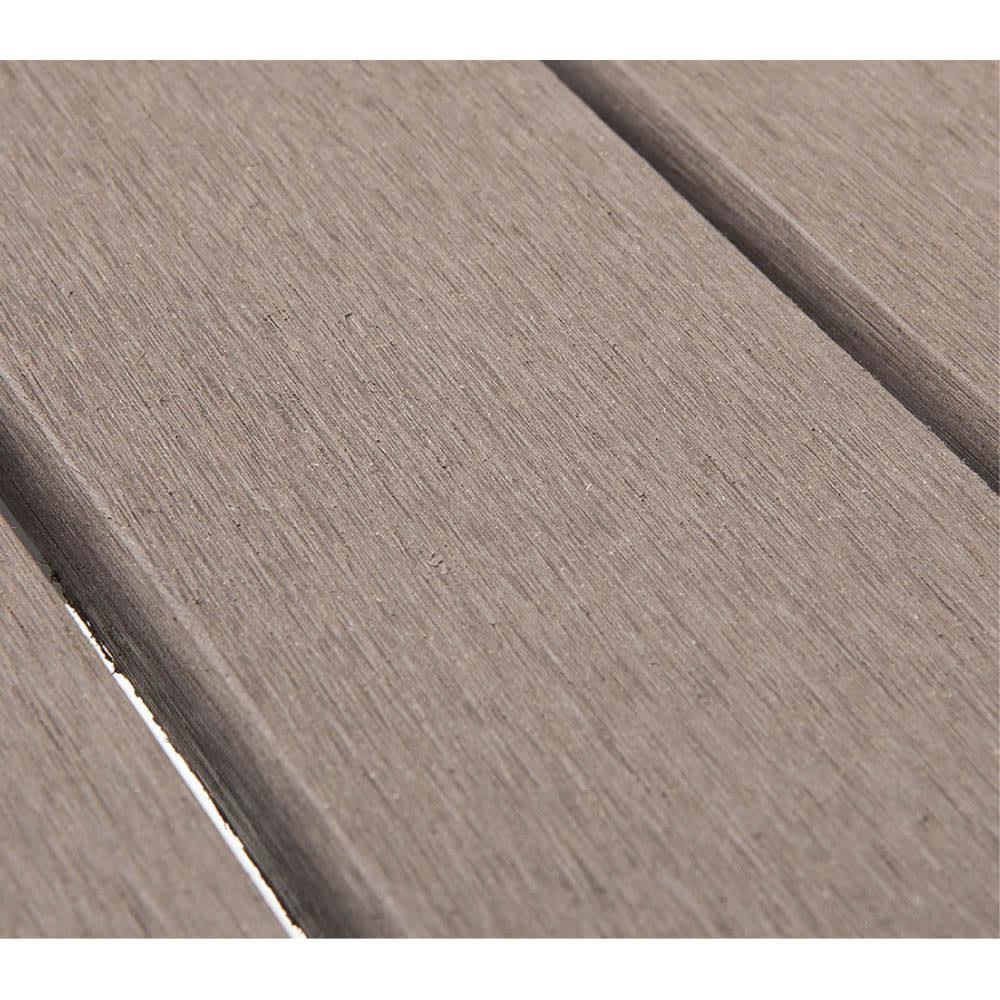 木風プラスチック&アルミファニチャー 正方形 3点セット 木紛と樹脂を混ぜ合わせた人工木。木のような質感ながら耐久性に優れて腐りにくい、人気の素材です。
