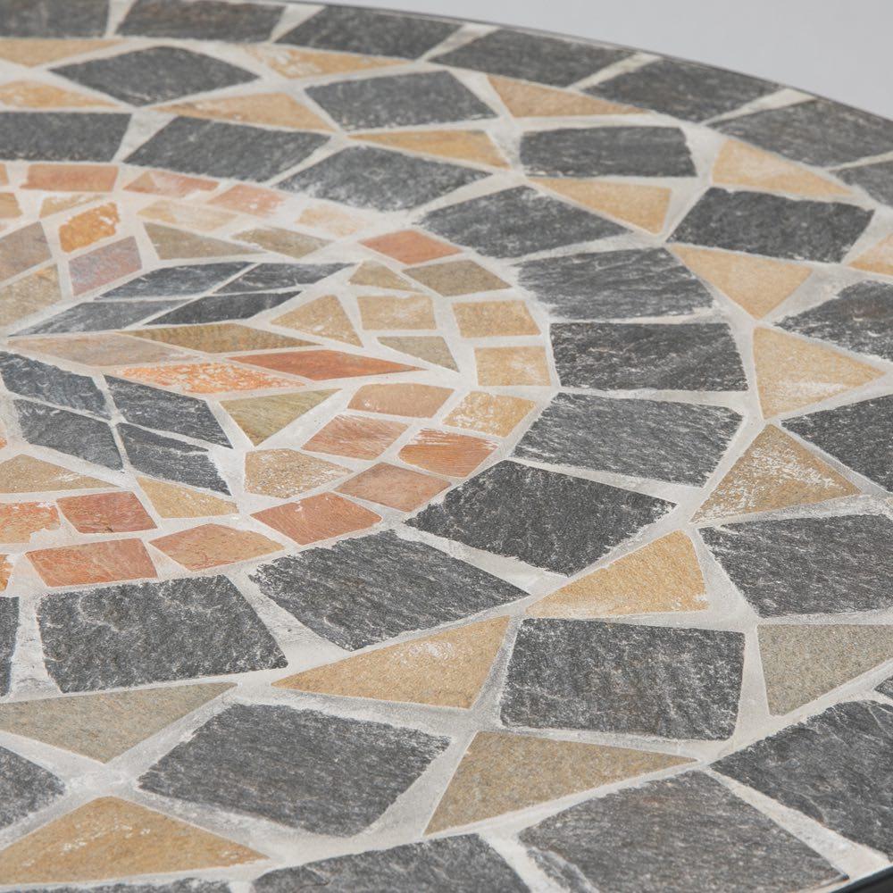 モザイクテーブル&チェア 3点セット(テーブル径60+アームチェアクッション付き2脚組) シックな色合いのモザイク調天板。