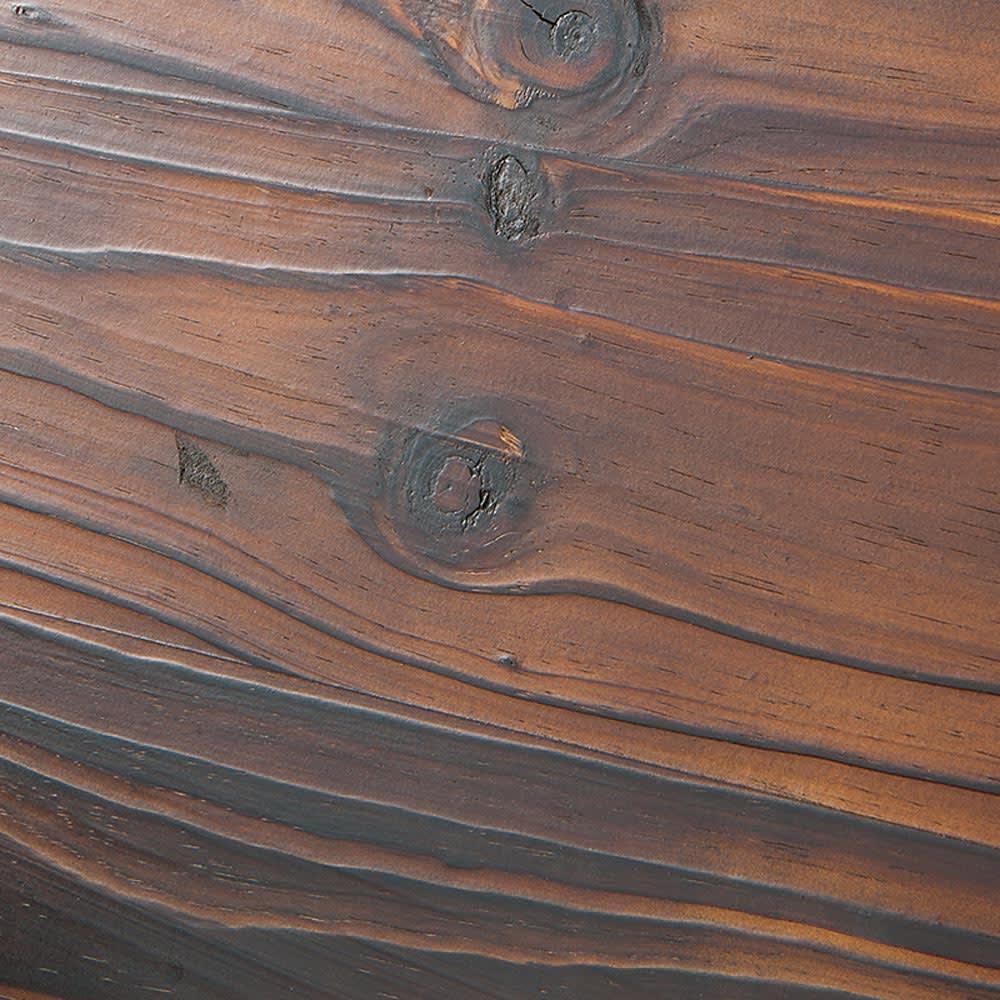 車輪デザインベンチ 幅110cm (ア)ダークブラウン 焼き仕上げで、古材の趣ある表情を再現。