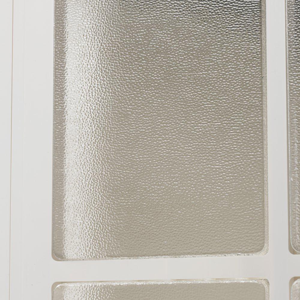 イタリア製物置 三角屋根 気泡が踊る手作り風窓ガラスが印象的。割れにくいアクリル製。