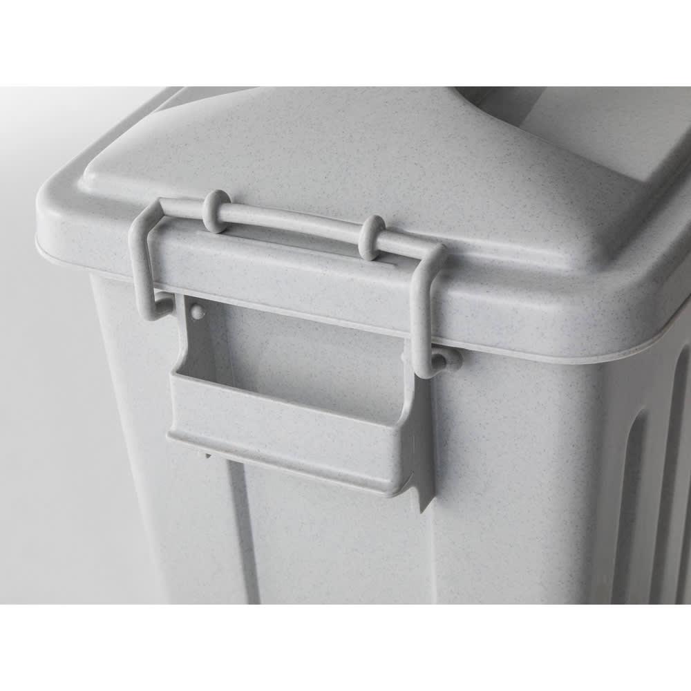 組立不要 ラタン調ゴミ保管庫 幅100cm ペール3個付き 蓋はしっかりと留められます。