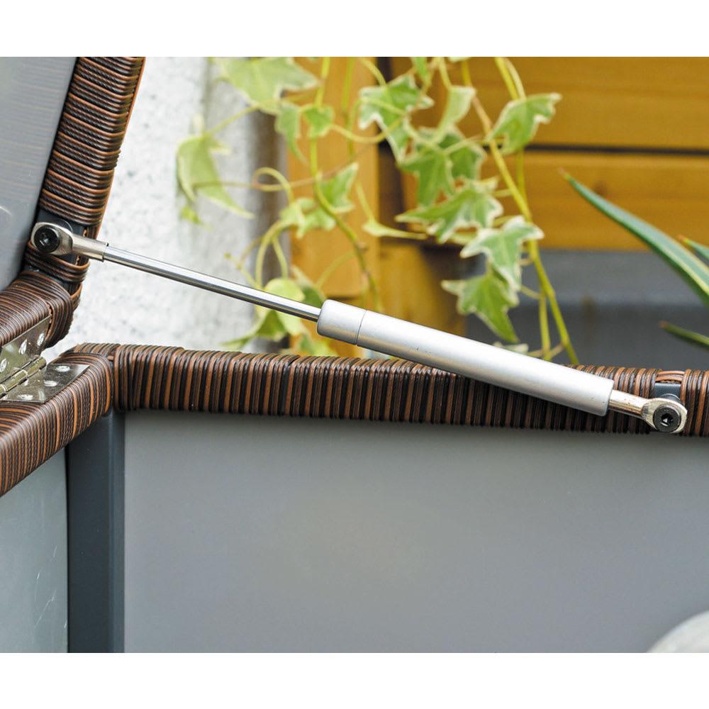 組立不要 ラタン調ゴミ保管庫 幅100cm ペール3個付き ダンパー付きで軽い力で開閉可能。