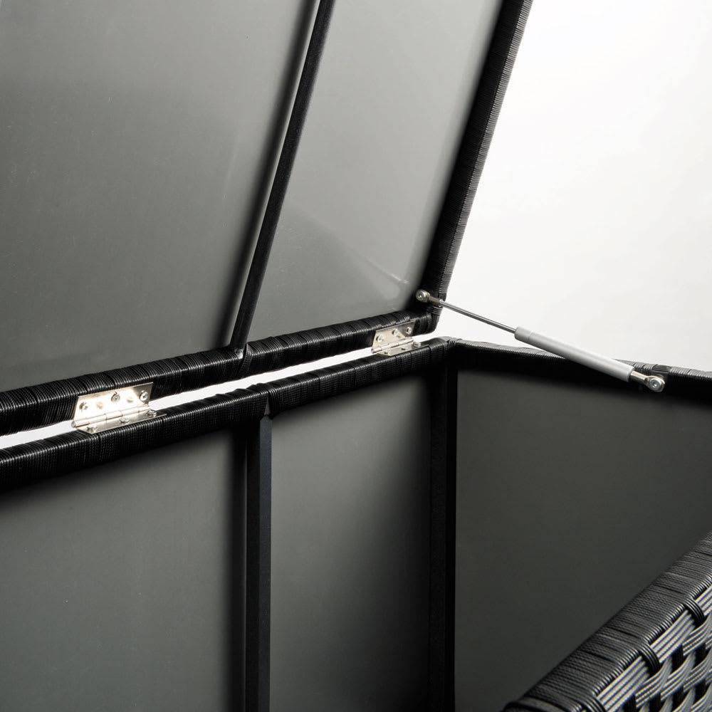 組立不要 ラタン調ゴミ保管庫 幅100cm ペール3個付き 全面裏側がポリプロピレン貼りで雨が入りにくい構造。