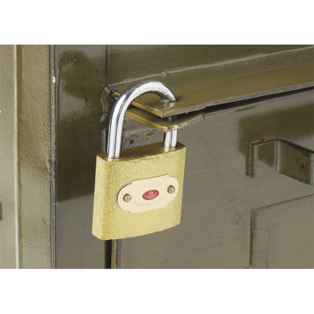USメールポスト 大型 南京錠付きで防犯にも配慮しました。