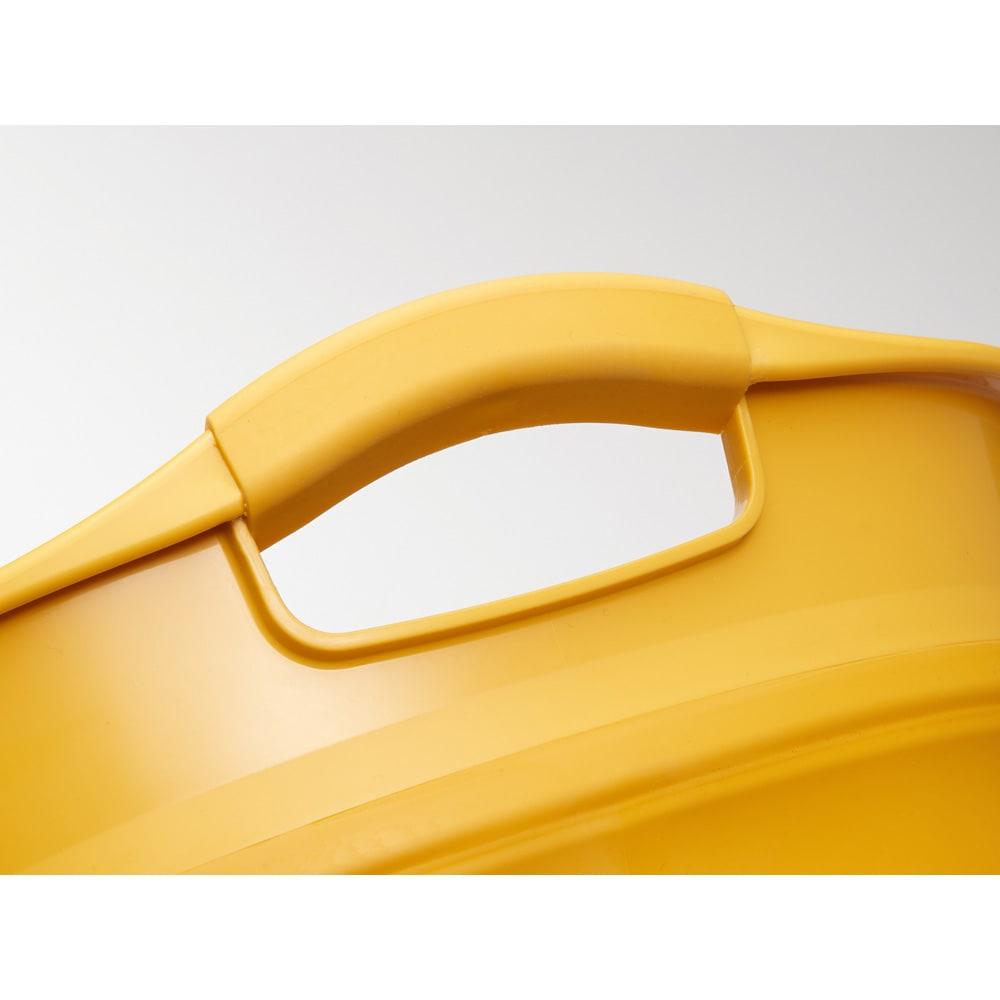 折りたたみタライ ソフトタブプラス23L 取っ手部分は滑りにくい素材で持ちやすいエラストマー。