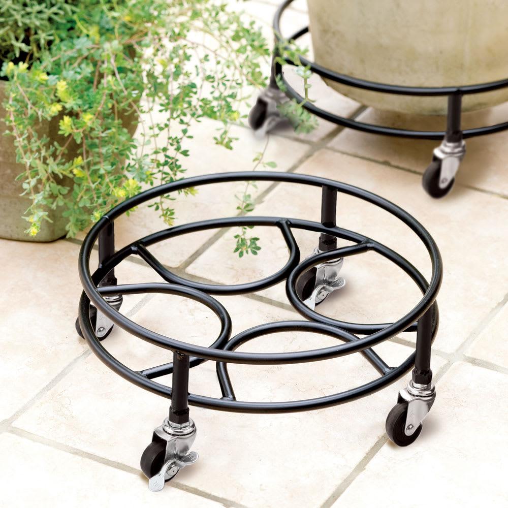 頑丈アイアンキャスター付き鉢台 径30cm・お得な2個組 使用イメージ (※写真は径35cmタイプです。)