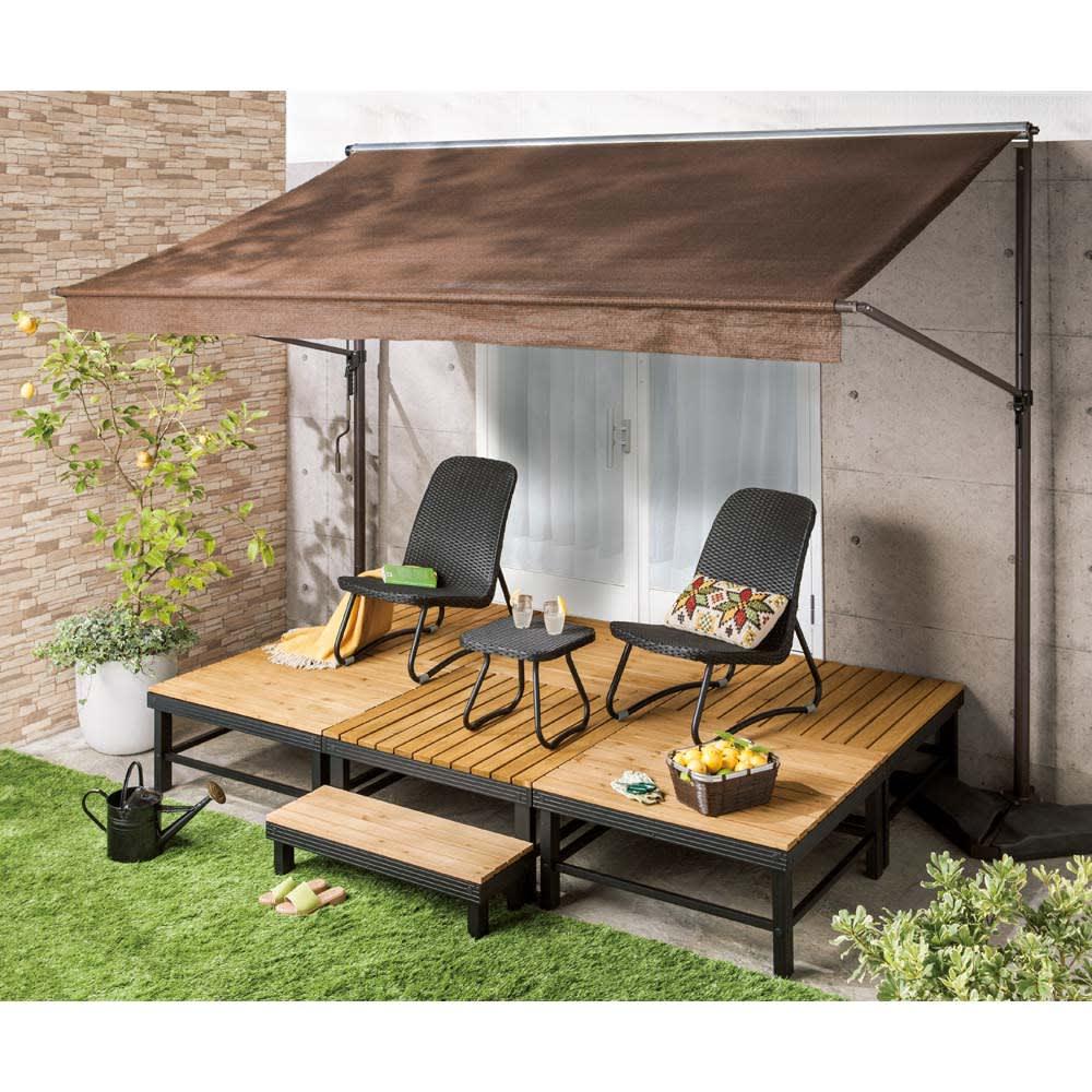 天然木アルミフレームデッキ 1.5坪セット 1.5坪セット ガーデンファニチャーを置き庭を眺めながらリラックスできる第二のリビングとして活用。
