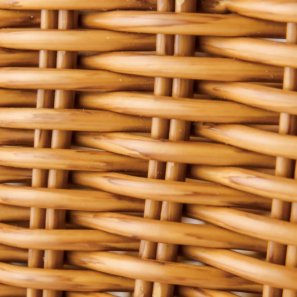 ラタン調バスケット ラタンの素材感を精巧に再現。細かな編み目、取っ手も頑丈です。
