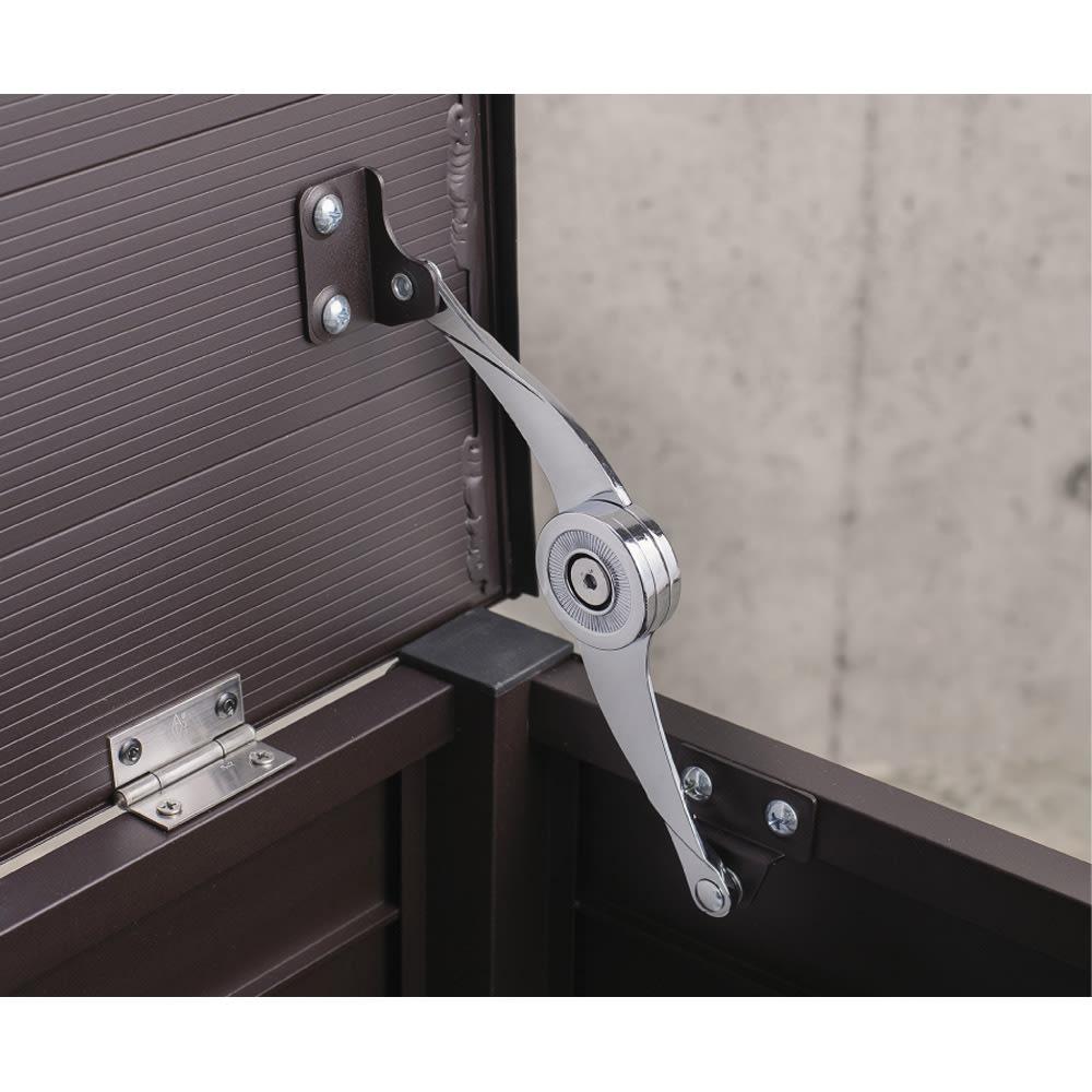ルーバーストッカー 浅型踏み台タイプ 幅114cm 座面はストッパー付きで、開けたまま出し入れできます。