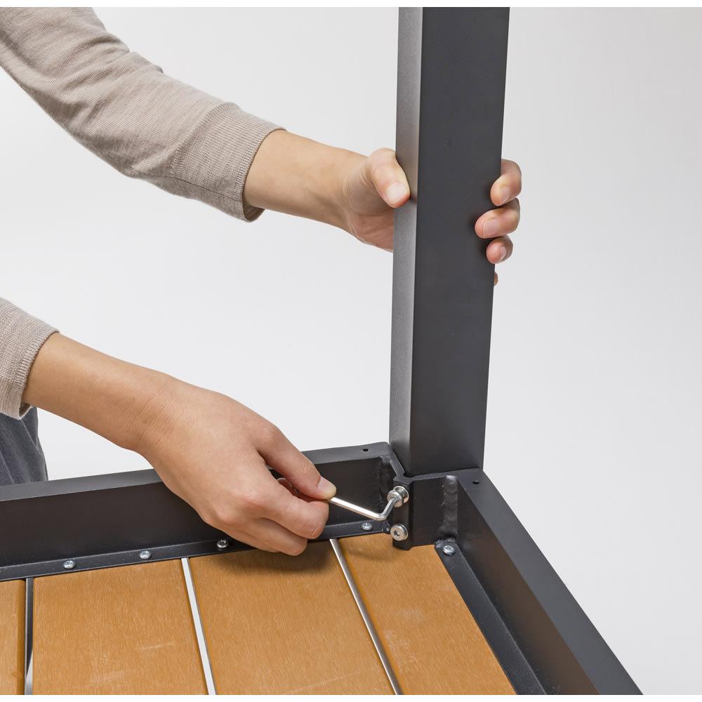ファーストクラスファニチャー 正方形3点セット テーブルは脚を取り付けるだけの簡単組み立て。