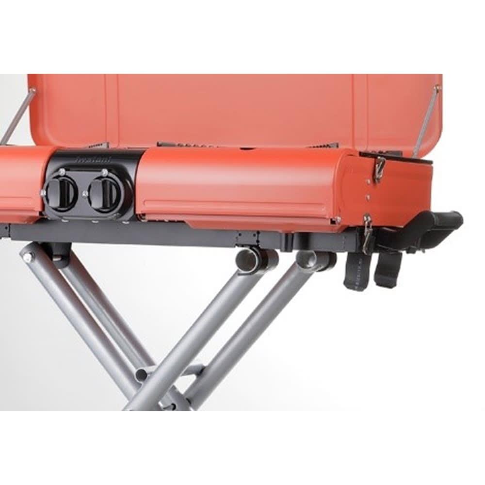 IWATANI カセットガススタンドBBQグリル 畳み間違い防止のため、パイプが1本追加されております。